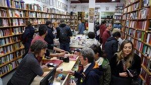 La campanya Llibreries Obertes promou la venda anticipada de llibres per salvar els petits negocis