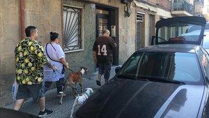 Entrada al piso de la calle Mossèn Amadeu Oller, en el barrio barcelonés de La Bordeta.