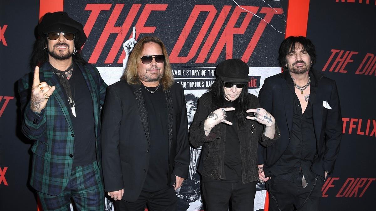 Nikki Sixx, Vince Neil, Mick Mars yTommy Lee, de Mötley Crüe, en el estreno de 'The dirt'.