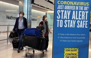 Un test de coronavirus en aeroports podria evitar la quarantena al Regne Unit