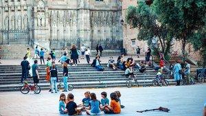 La plaza frente a la Catedral convertida en zona de juego infantil.