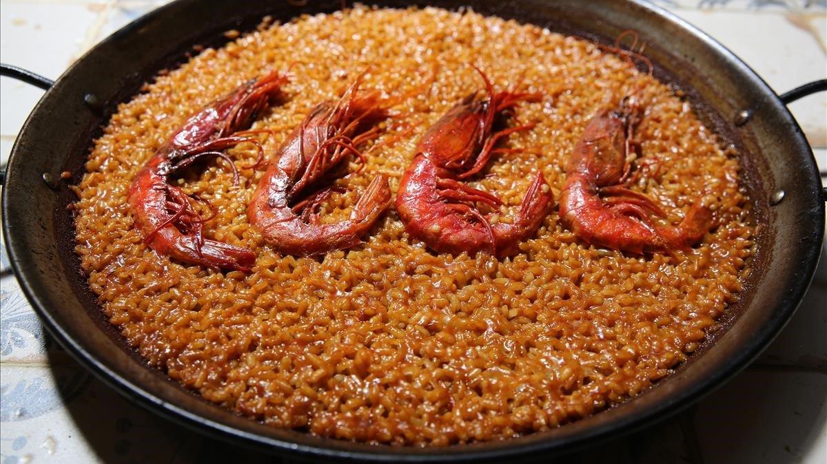 La paella de Su: una brotxada de vermell carrabiner