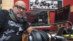 Roger Puiggener,técnico de iluminacion y sonido de conciertos, en su estudio.