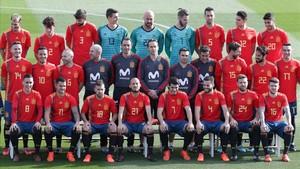 La selección española posa con la nueva equipación este miércoles antes del entrenamiento