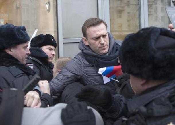 El opositor ruso Navalny, detenido nada más salir de la cárcel