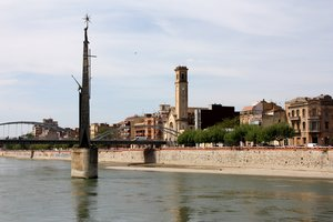 Un incendi afecta el monument franquista de l'Ebre, a Tortosa