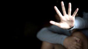 Un tercio de las sentencias no retiran la patria potestad a los padres violadores