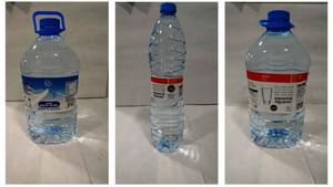 Las garrafas de agua de 1,5 y 5 litros de la marca Condis y Eroski retiradas del mercado.