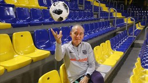 Andreu Plaza, entrenador del Barça de fútbol sala, este lunes en el Palau Blaugrana