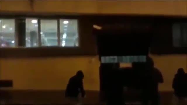 Vídeo del ataque de Arran contra una comisaría de la Policía Nacional en Terrassa.