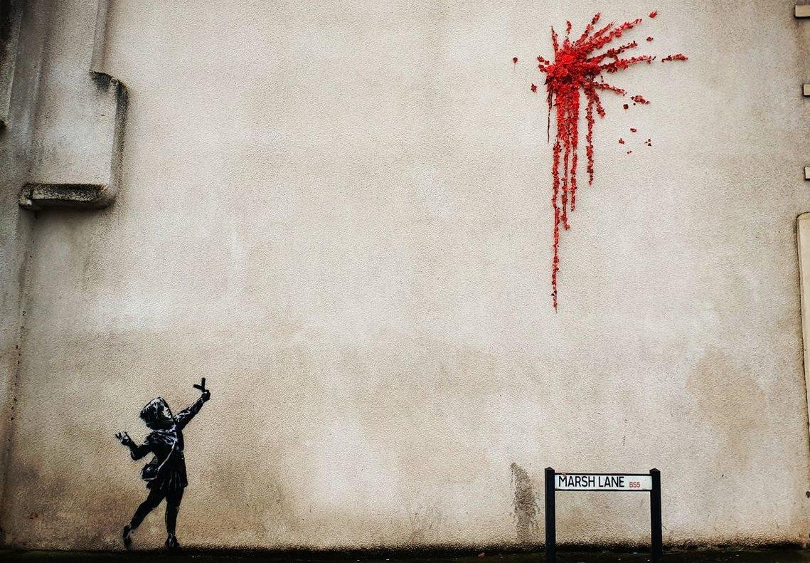 Banksy juga amb la violència i la innocència en un mural de Sant Valentí