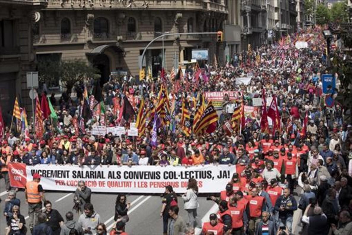 BARCELONA La manifestación de Primero de Mayo en Vía Laietana, ayer.
