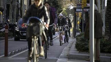 La presión política y social lastra la extensión de la red ciclista en Barcelona