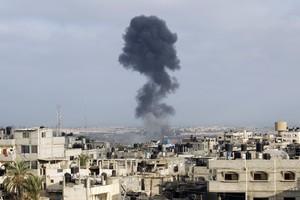Bombardejos israelians al barri de Rafah, al sud de Gaza.