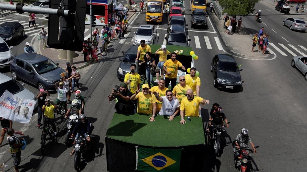 Bolsonaro continúa al alza en sondeos por presidencia brasileña