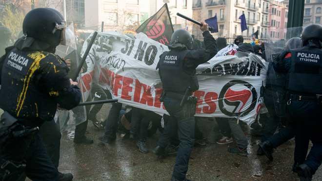 Cargas en Girona en un acto antifascista contra Vox