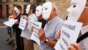 Acción reivindicativa de Cáritas en plaza Sant Jaume para denunciar la precariedadlaboral y exigirun trabajo decente.