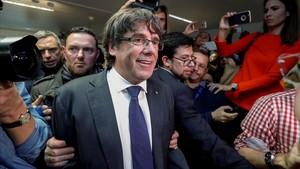 Carles Puigdemont, en una imagen de archivo, compareciendo a una conferencia de prensa en Bruselas.