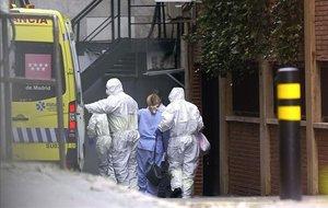 Llegada de los primero enfermos con coronavirus al Gran Hotel Colón de Madrid.
