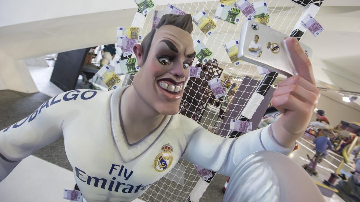 Cristiano Ronaldo, pendiente de su imagen también en las Fallas
