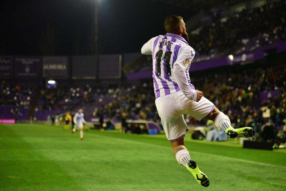 DanieleVerde celebrando un tanto con la elástica del Real Valladolid