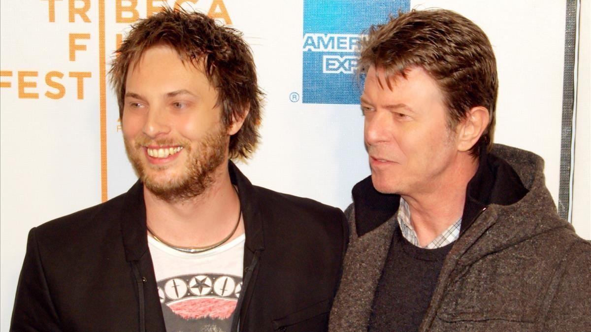 David Bowie y su hijo Duncan Jones.