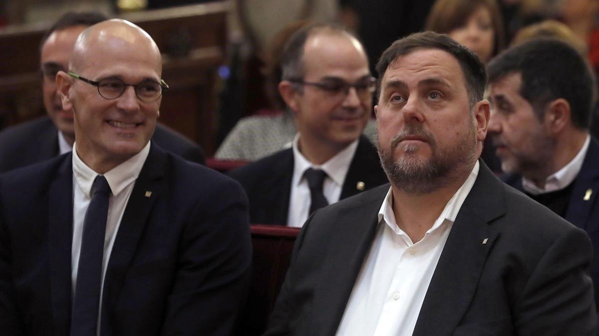 El 'exconseller' Raül Romeva y el exvicepresidente del Govern y líder de ERC,Oriol Junqueras, el pasado febrero, durante el juicio del 1-O.