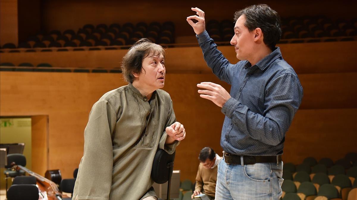 Ferran Cruixent (derecha) y Kazushi Ono, en un ensayo de Deus ex machina