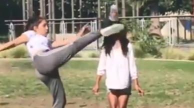 Cuando el vídeo viral no sale como esperabas: patea la cabeza de su hermana