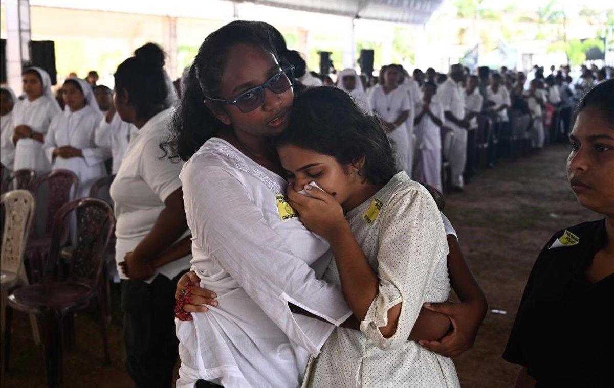 Funeral por las víctimas de los atentados en Sri Lanka, este martes, en una iglesia de Negombo.