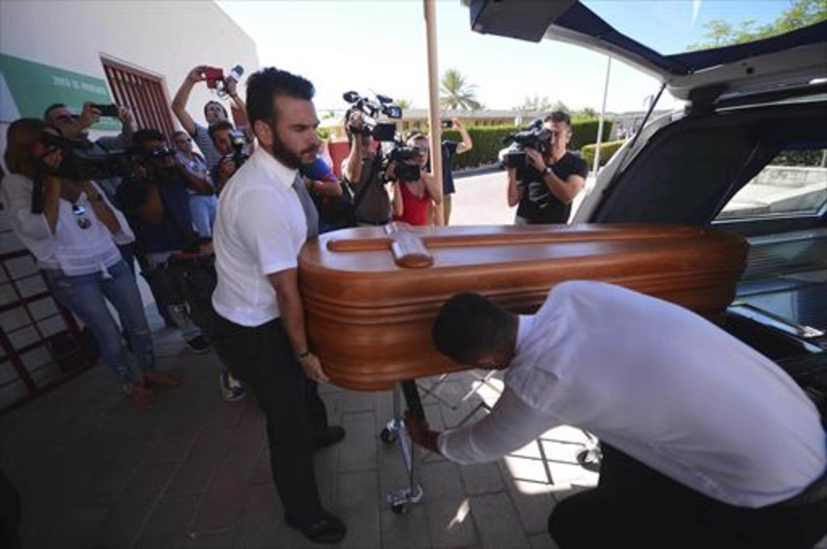 Ttraslado del féretro de Miguel Blesa el día de su funeral.