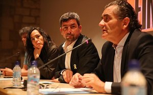 Canadell (centro), con Mònica Roca y Pere Barrios, que ocuparán las vicepresidencias primera y segunda.