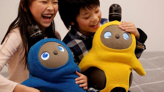 Aquest és Lovot, el robot per combatre la solitud