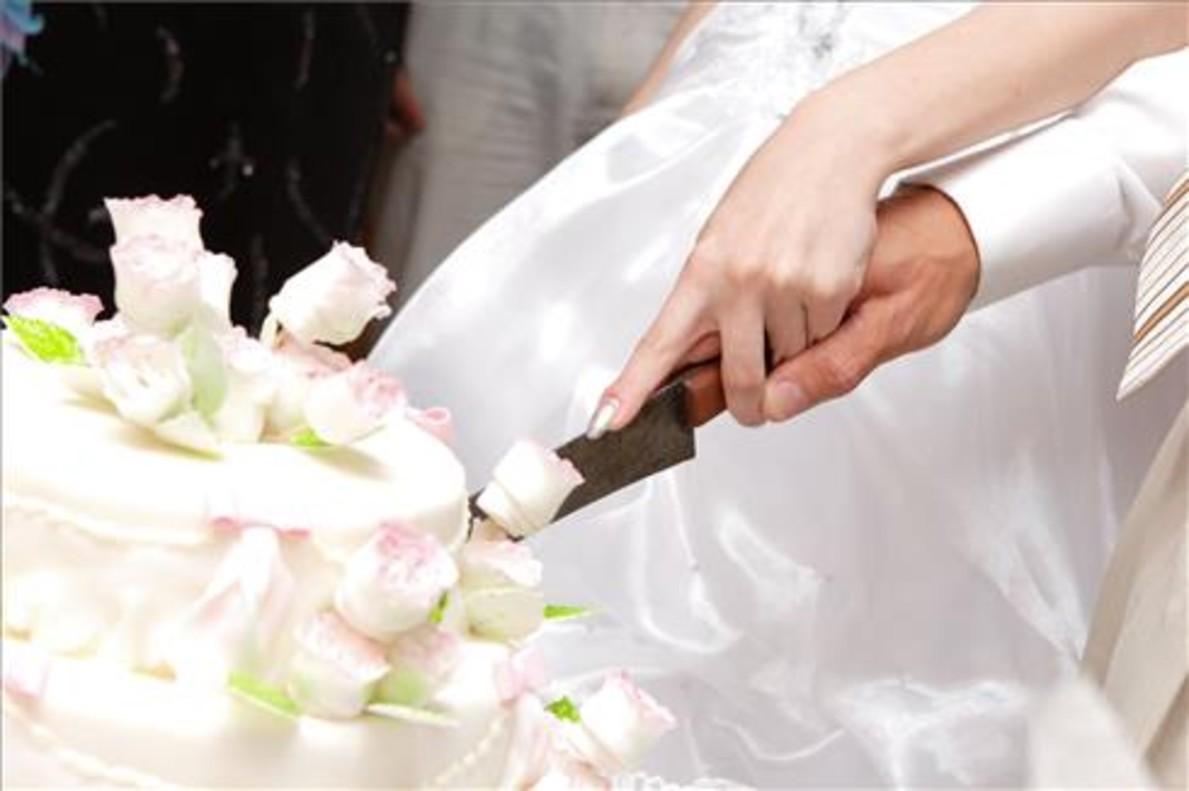 9 de cada 10 matrimonis a Catalunya ja no passa per l'Església
