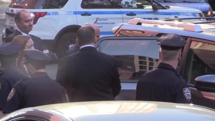 Harvey Weinstein se entrega en una comisaría de Nueva York