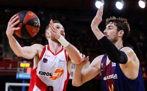 Duelo en los 'playoff' de la ACB: Tomic, del Barça, y Huertas, del Baskonia.