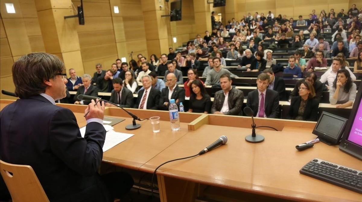 Puigdemont, durante su conferencia en París.