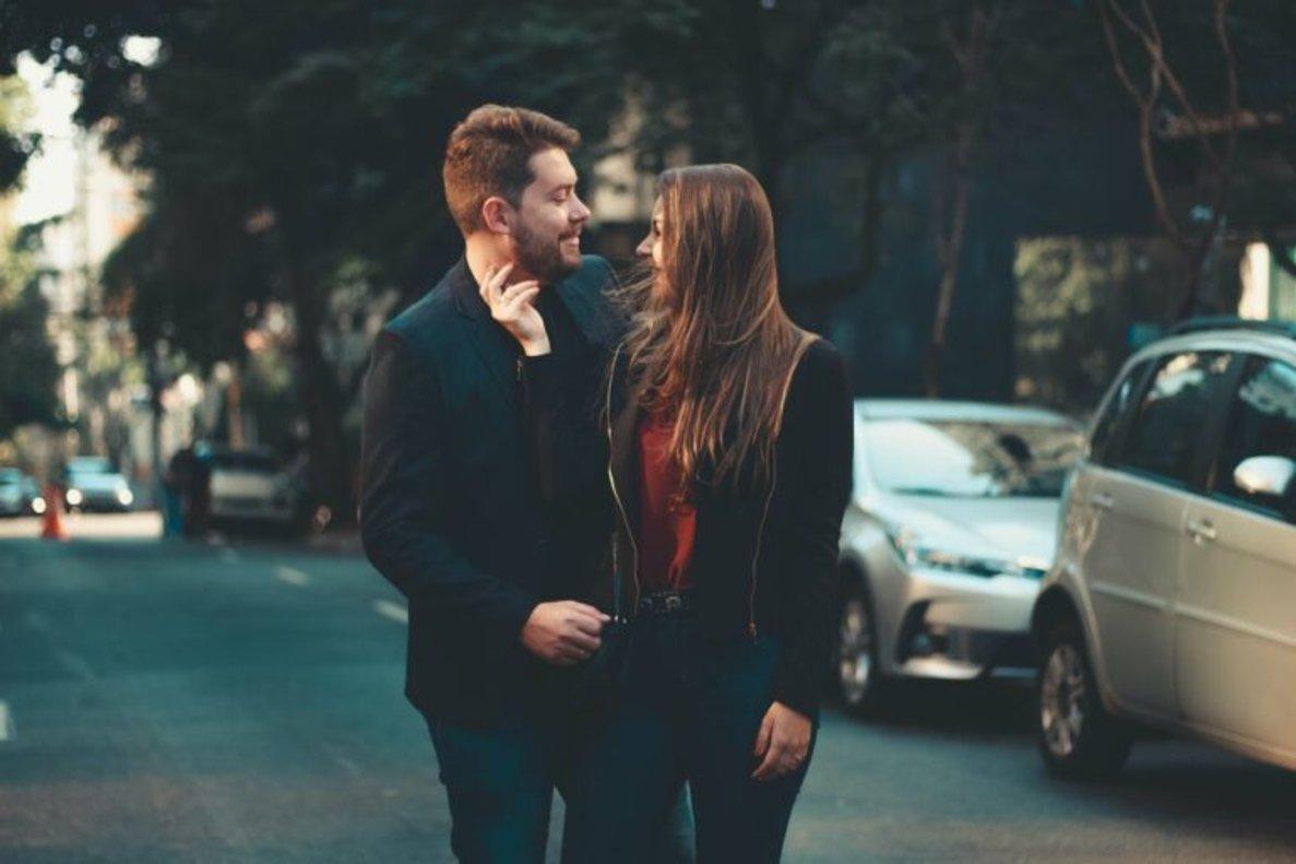Identifican las señales faciales de la seducción