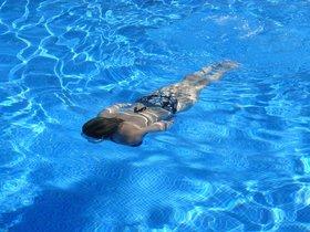 La hilarante solución a tener una piscina demasiado pequeña para nadar