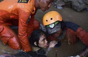 Indonèsia demana ajuda internacional per als supervivents del tsunami