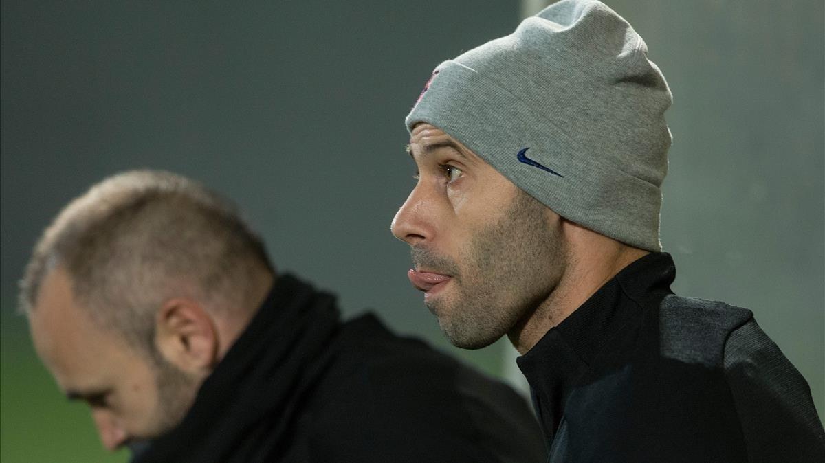 Iniesta y Mascherano, en la última sesión de entrenamiento del Barça antes de jugar contra el Villarreal.