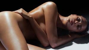 Irina Shayk se destapa en brazos del rapero R.Kelly