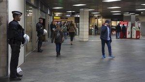Vestíbulo de la estación de Renfe en plaza de Catalunya, el pasado lunes, sin ni un solo mantero.