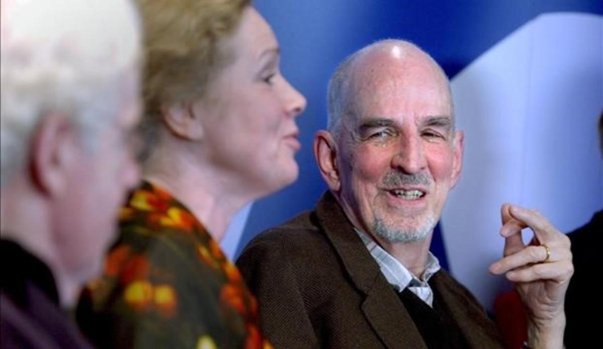 Ingmar Bergman, a la derecha, junto a Liv Ullman (centro), durante una conferencia de prensa de noviembre del 2001.