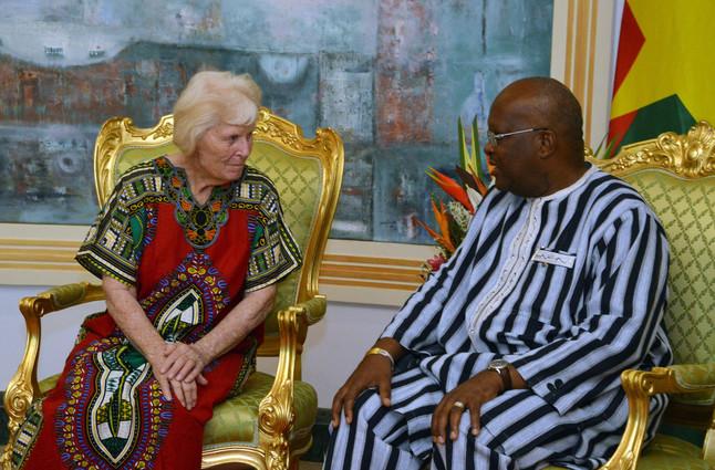 Jocelyn Elliot en su conversación con el Presidente de Burkina Faso, Roch Christian Kabore.