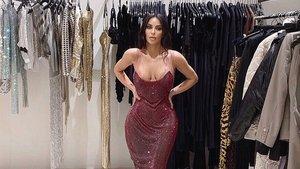 Kim Kardashian conjunta brillos en Navidad (y cada vez que hace falta).
