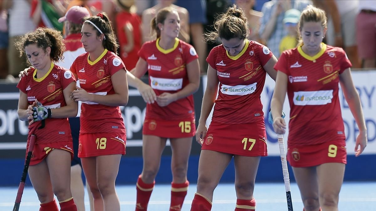 Las jugadoras españolas, tras perder en semifinales del Mundial contra Irlanda.