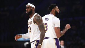 Lebron James y Anthony Davis, en un partido de la pretemporada de los Lakers
