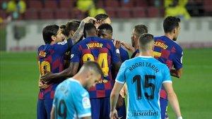 Los jugadores del Barcelona celebran el gol de Ansu Fati ante el Leganés