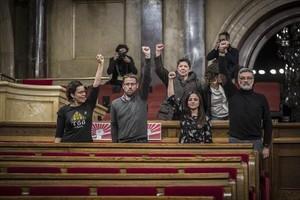 Los parlamentarios de la CUP, el pasado 30 de diciembre en el hemiciclo del Parlament.